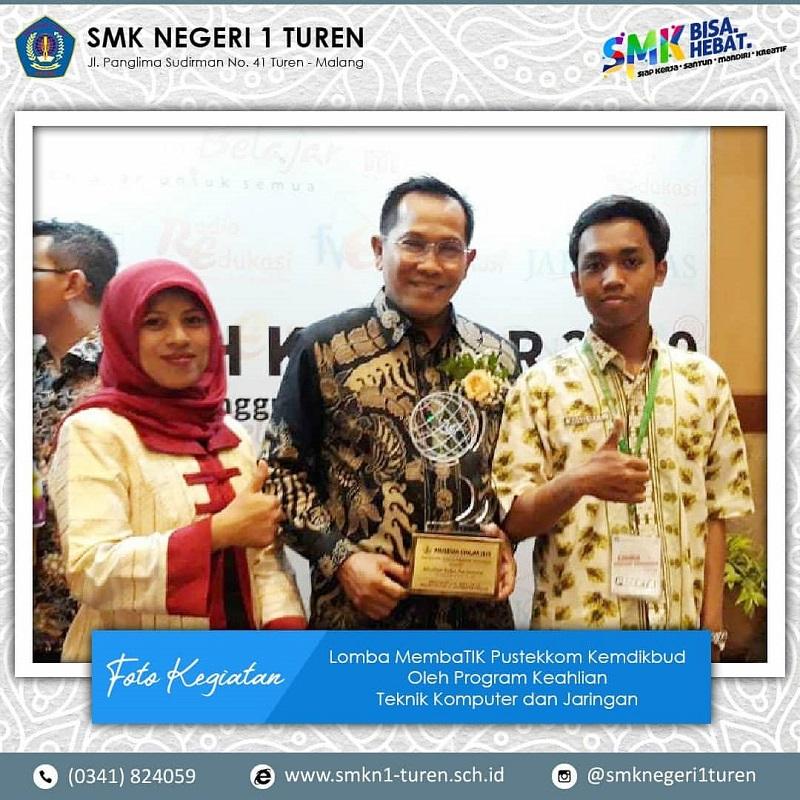 Guru dan siswa jurusan Teknik Komputer Jaringan (TKJ) SMKN 1 Turen menunjukkan karya inovatifnya dalam lomba coding EDUSIBER 2019 di Jakarta.
