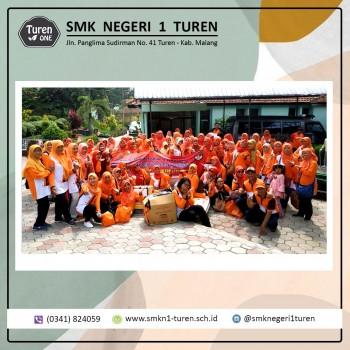Dharma Wanita Persatuan SMK Negeri 1 Turen Bakti Sosial ke UPT Pelayanan Sosial Tresna Werdha Pandaan