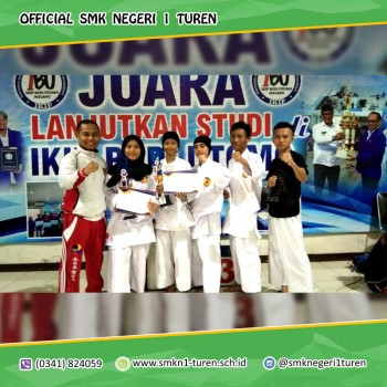 Ekstrakurikuler Funakoshi SMKN 1 Turen Memborong 2 Piala dalam Kejuaraan Sirkuit IV Karate se-Malang Raya